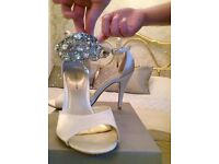 dolcis jewel encruster sandals size 5 comes with spare heels