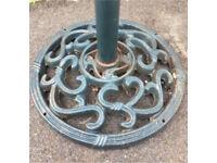 Cast iron round garden umbrella/parasol stand very heavy