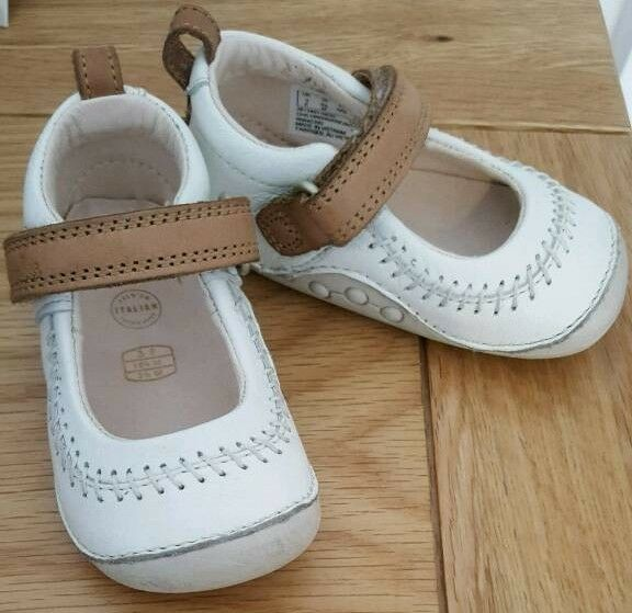 CLARKS Baby girl leather shoes- NEW CONDITION + FREE socks/mittens
