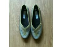 Ladies leather slip ons - new Size 6..rubber sole