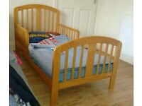 Toddlers bed including waterproof mattress