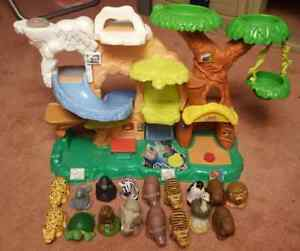 Fisher Price Zoo Talkers Large Zoo with lots of animals