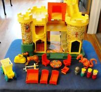 VINTAGE FISHER-PRICE CASTLE PLAY SET