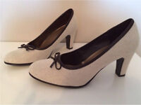 Women's shoes size 6W (like a 7) never worn