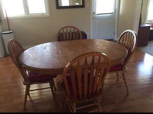 Solid Oak Table Kitchener / Waterloo Kitchener Area image 1
