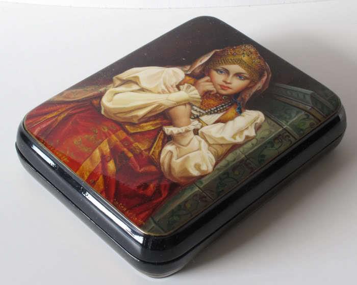 Russian Art Fedoskino Lacquer Miniature Box FF112