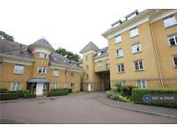 3 bedroom flat in Century Court, Woking Surrey, GU21 (3 bed)