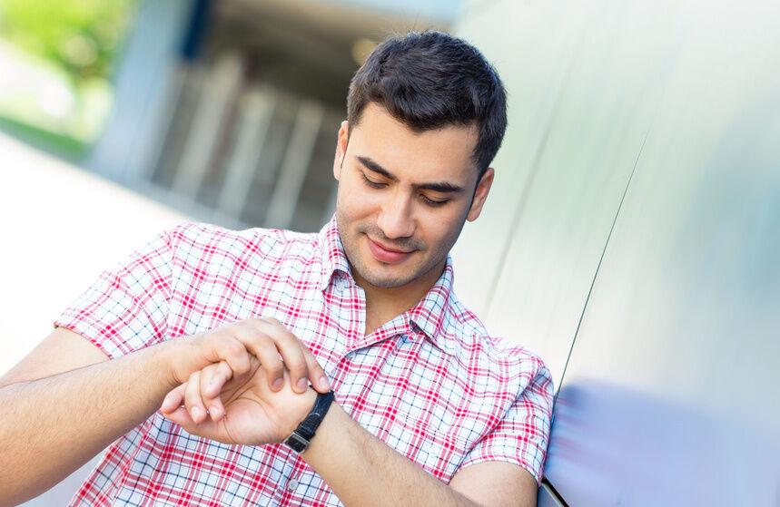 Welche Funktionen haben Analog-Digital-Uhren im Allgemeinen?