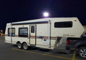 1990, 26', 5th wheel Kustom Koach by Travelair