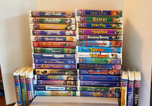 VINTAGE VCR PLAYER & 36 COLLECTIBLE  DISNEY VHS TAPES MOVIES