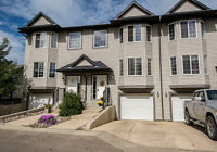 121 GRIZZLY BAY - BEAUTIFULLY UPDATED TOWNHOME