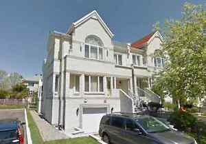 Grand Townhouse For Sale Brossard - 12min from Downtown Montreal