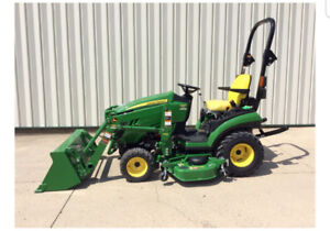 John Deere 1025 R tractor for Sale **LIKE NEW**