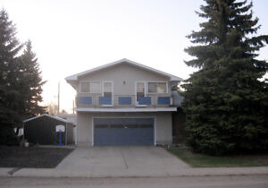 Entire house with 5 LARGE bedrooms Near U of A/transit/park