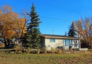 VAL MARIE, SK: 2-BDRM HOUSE w. 2 BLDGS on 1-ACRE OF LAND