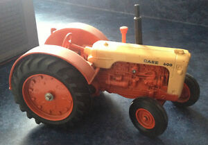 1/16 SCALE CASE TOY TRACTOR - 600