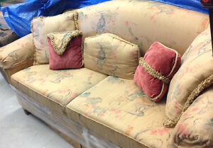 Silk couch ** MUST GO! BEST OFFER West Island Greater Montréal image 1