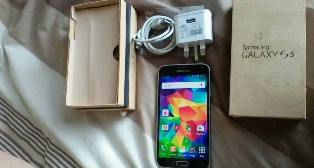 Samsung S5 unlockedin Hull, East YorkshireGumtree - Samsung S5 Charlotte black unlocked little scratches metal bazel with original box and charger