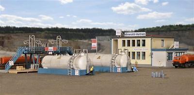 Kibri Small Fuel Depot with 2 Tanks, Office & Accessories  -Z Gauge - 36727