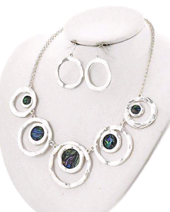 Necklace and Earring Set Leeton Leeton Area Preview
