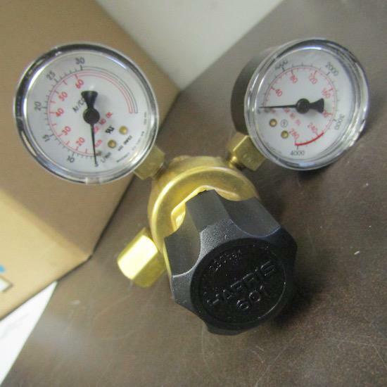 HARRIS 601 650L COMPRESSED GAS REGULATOR W/ GAUGES