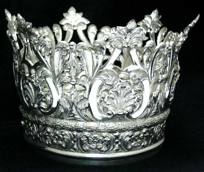 Who carved Corona In Argento 800 By hand