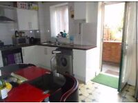 Huge 3 bed flat with a back garden in Old Street/Essex Road ideal for sharers available asap!
