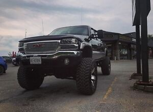 2003 LIFTED DURAMAX LOW KM!!