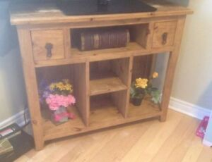 Pine Hutch / Accent table / TV stand