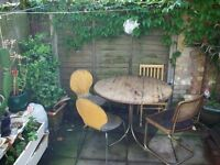ROOM SHARE>DIVIDED HUGE ROOM< £400 pm BOW, E3
