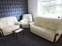 Furnished clean room to rent in houseshare, large garden and kitchen, all inclusive