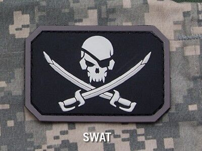 PIRATE SKULL FLAG SWAT TACTICAL BLACK OPS BADGE HOOK MORALE PVC MILITARY PATCH