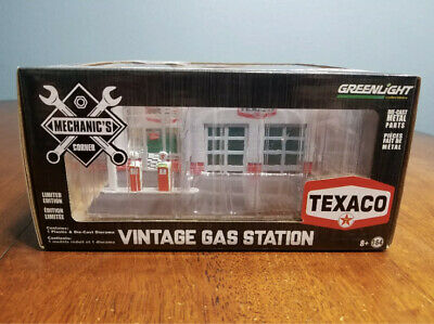 GreenLight Texaco Diorama 1/64 Mechanic's Corner Vintage Gas Station Oil New