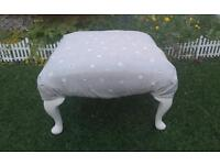 LOVELY SHABBY CHIC STYLE LARGE QUEEN ANNE FOOT STOOL