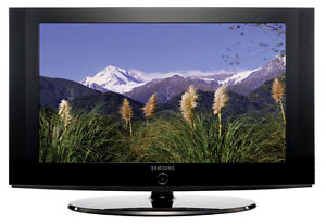 Samsung 32-Inch LCD HDTV + DVD player + HDMI cable