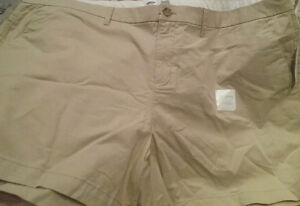 Women's Old Navy beige shorts size 18. New.