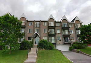 Pierrefonds Large 4 1/2 Condo plus a DEN