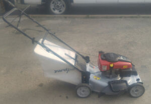 "lawnmower self propelled 22"" with bag like new"