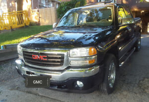 Gmc sierra crew cab super low km and loaded.