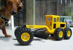 """Road Grader by TONKA  home displayed only 18"""" long Excellent !!"""