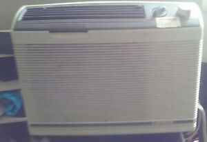 In-Window Air Conditioner - in good working condition CHEAP