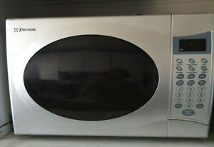 Four micro-onde / microwave oven emerson
