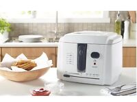 DEEP FRYER, 2L SMALL COMPACT, CLEAN, ALMOST NEW CONDITION, BARGAIN, LOW PRICE, CHEAP, FRIES MAKER