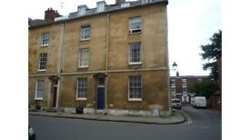 Large room in centre of Oxford, near Ashmolean Museum. Kitchen and Bathroom shared with 1 person.