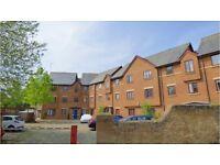 3 bedroom flat in Swan Court, Paradise Street, Oxford {Q7S5M} Book Online - The Rent Guru