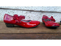 Girls shoes in red patent/glossy - size 2