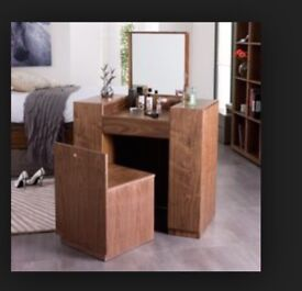 A GORGEOUS CONTEMPORARY TRENDY DRESSING TABLE - CHEAP