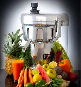 NUTRIFASTER COMMERCIAL JUICER ( EXCELLENT CONDITION )