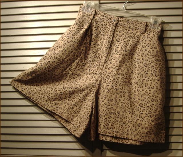 JONES of NEW YORK Animal Print Pleated Walking Shorts (16W) Linen/Cotton