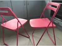2x foldable chairs